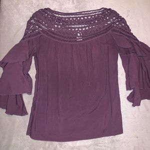 Pretty blouse perfect for date night!
